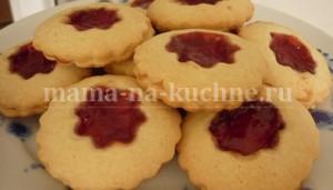 pechene-pesochnoe-s-varenem-mama-na-kuchne.ru