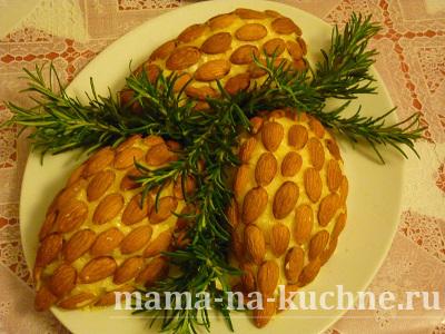 salat shishka s mindalem mama na kuchne .ru  Салат Шишки с миндалем (в каждой шишке своя начинка!)