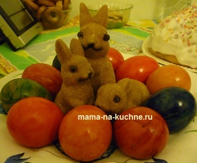 Красим пасхальные яйца, Мама на кухне.ру