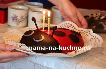 Торт в виде божьей коровки